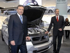 Dr. Norbert Reithofer und Dr. Klaus Draeger am BMW Vision EfficientDynamics