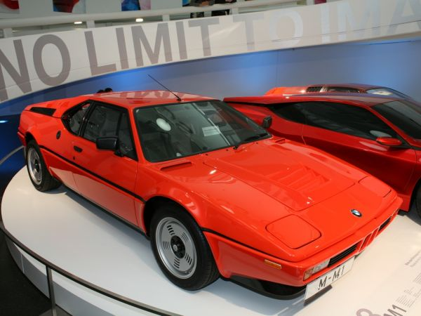 BMW Museum: Rhapsodie in Orange