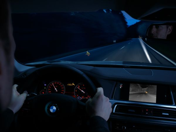 BMW Connected Drive: Night Vision mit Dynamic Light Spot und Tiererkennung