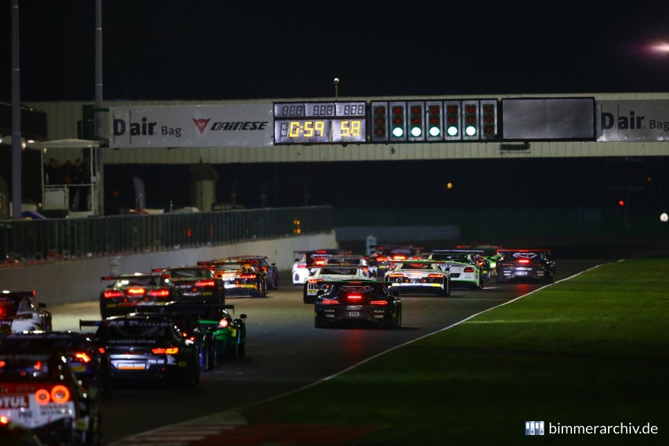 Start of the Qualifying Race